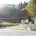 小平西バス停横のT字路から山側に入る
