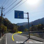 生利バス停横のT字路を右折して県道71号線に進む