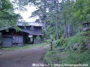 富士山の吉田口登山道の御室浅間神社(二合目)
