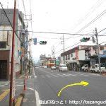 西武秩父駅前から国道140号線に出て左折してすぐ先の交差点を右折
