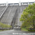 浦山ダムの堰堤下駐車場