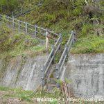 浦山ダムの若御子山登山口の階段