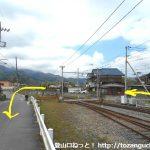 武州中川駅西側の踏切を渡って回り込む