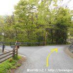 武州日野駅から熊倉山の城山コース登山口に向かう途中の三叉路