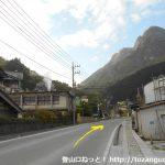 武甲山の表参道コース登山口に向かう途中の採石場前の車道