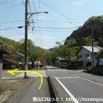 内出(打出)バス停横のT字路