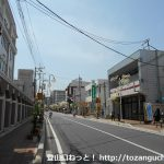 小川町駅前の車道を南に進む