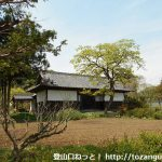 小川町駅から官ノ倉山の登山口に向かう途中の長屋門
