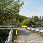小川町駅から官ノ倉山の登山口に向かう途中の長福寺手前のT字路