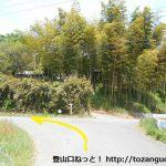 小川町駅から官ノ倉山の登山口に向かう途中の長福寺の先の三叉路
