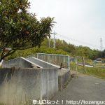 JR竹沢駅北側の線路上の陸橋