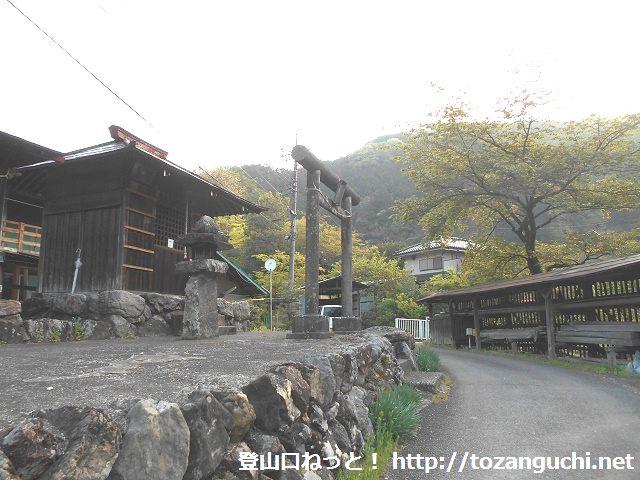 坂元集落の八阪神社前
