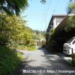 吾野駅西側の採石工場横の民家横の登山道を抜けたところ