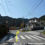 東吾野駅西側の住宅街の車道