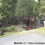 妻坂峠登山口(山中林道終点)