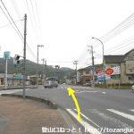 県道30号線と県道11号線の交差する青山陸橋(西)の交差点