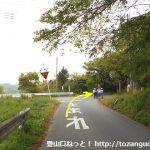 金鑚神社に行く途中でT字路に突き当たったら右折