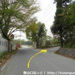 金鑚神社に行く途中で右折するところ