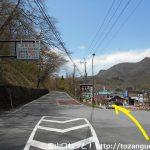 榛名湖バス停前から県道28号線に進む
