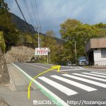 高戸谷十二廻りバス停から300mほど北に歩いて右に入る