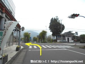 上毛高原駅前の交差点を左折
