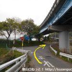 国道145号線の群馬原町駅西側の陸橋手前で左に入った先のT字路を右折