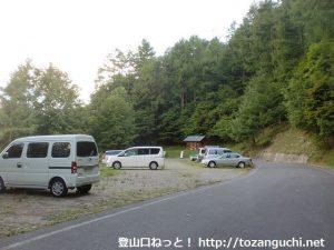 鳥倉登山口の登山者用駐車場