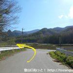 川端下バス停から大弛峠に行く途中で広めの道に出たところ