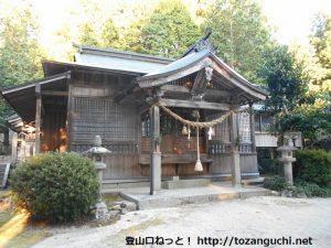 泉嵓神社の本殿