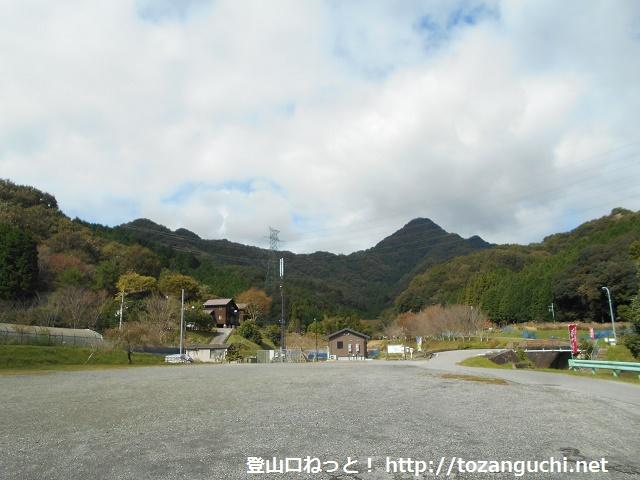 夢やかたから見る明神山(播磨富士)の山並み