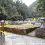 極楽寺の裏手にある墓地の奥に進む