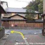 城崎温泉のT字路を左折