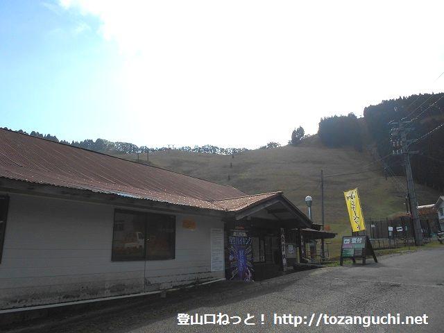 おおやスキー場のロッジから見るゲレンデ