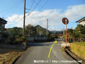 玖波分れバス停から下川上に向かう途中の住宅街の小路