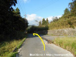 玖波分れバス停から下川上に向かう途中の右からくる未知との合流地点を直進
