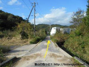 玖波分れバス停から下川上に向かう途中の道