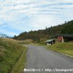 県道113号線の雲月峠の雲月山登山口前