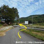 県道113号線からの小路が県道11号線に合流するところ