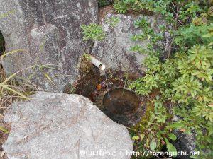 犬伏山登山口の水場