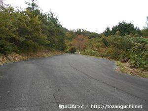 斗升登山口前の駐車スペース