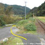 内名駅横の坂道を下る