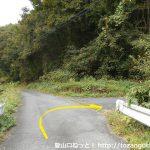県道450号線から多飯が辻山の登山口の方に向かう道に入る