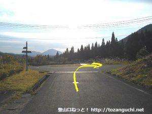 神郷温泉バス停から東に進みすぐ先のT字路を右折