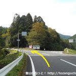 大佐山登山口に向かう途中の車道分岐