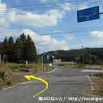 県道157号線から県道50号線に出る手前で左の小路に入る