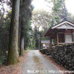荒戸神社の入口前に着いたところ