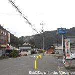 木野山駅前の車道を東に進む