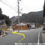 木野山駅前からの車道から左折して木野山神社の方に入る