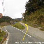 県道169号線から祇園寺への登り口に入るところ