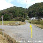 祇園口バス停前の小路を北に歩く